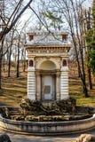 Fuente medieval en Carol Park , Bucarest, Rumania imagen de archivo