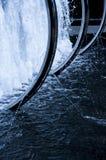Fuente moderna en un tono azul Foto de archivo libre de regalías