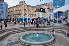Fuente redonda, Zagreb central, Croacia foto de archivo libre de regalías
