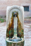 Fuente romana típica envejecida foto de archivo libre de regalías