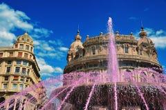 Fuente rosada en Piazza De Ferrari en Génova Fotografía de archivo