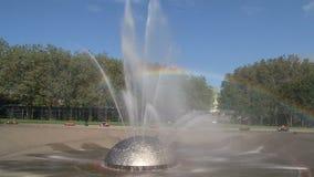 Fuente Seattle del milenio con el arco iris, Estados Unidos almacen de video