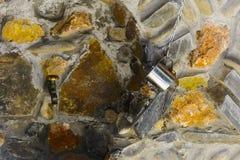 Fuente - un agua subterránea natural del remedio en el Earth& x27; s foto de archivo