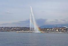 Fuente y arco iris en el lago geneva Foto de archivo