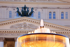 Fuente y cuadriga del teatro de Bolshoi foto de archivo libre de regalías