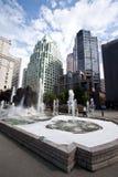 Fuente y edificios modernos Vancouver Fotos de archivo libres de regalías