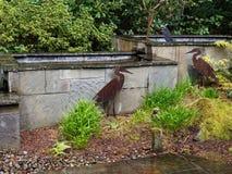 Fuente y jardín imagen de archivo