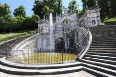 Fuente y jardín del castillo de Regina imagen de archivo libre de regalías