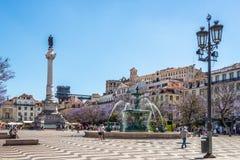Fuente y monumento de Pedro IV en el cuadrado de Rossio en Lisboa - Portugal Imagenes de archivo