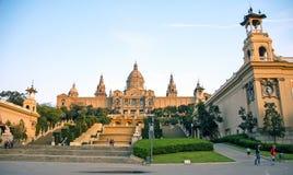 Fuente y palacio del cuadrado de Montjuic Imagenes de archivo