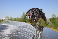 Fuente y puente Fotos de archivo libres de regalías