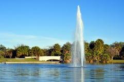 Fuente y puente de agua del parque Foto de archivo libre de regalías