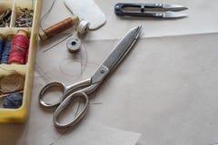 Fuentes de costura - las cualidades del amo Imagenes de archivo