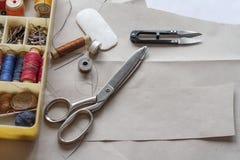 Fuentes de costura - las cualidades del amo Fotos de archivo libres de regalías