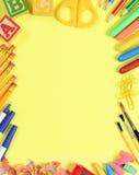 Fuentes de escuela en amarillo Fotografía de archivo