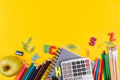 Fuentes de escuela en fondo amarillo Imágenes de archivo libres de regalías