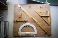 Fuentes de escuela para la matemáticas atadas al tablero cuadrado imagen de archivo