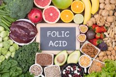 Fuentes de la comida del ácido fólico, visión superior fotografía de archivo libre de regalías