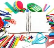 Fuentes de la escuela y de oficina en el fondo blanco De nuevo a escuela Fotografía de archivo