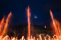 Fuentes de la luz y de la música en Maidan Nezalezhnosti en Kiev Imagen de archivo