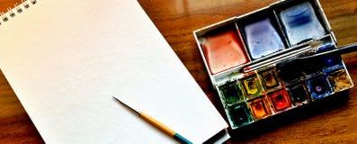 Fuentes de la pintura de la acuarela imagenes de archivo