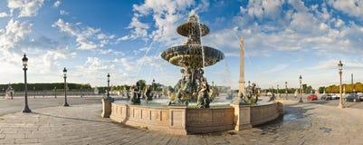 Fuentes en Place de la Concord, París Fotos de archivo