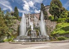 Fuentes hermosas de la cascada en el chalet famoso d 'Este en Tivoli imágenes de archivo libres de regalías