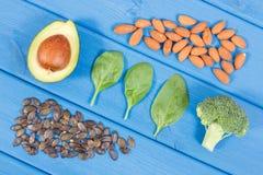Fuentes naturales de Omega 3 ácidos, grasas no saturadas y fibra, concepto sano de la nutrición foto de archivo libre de regalías