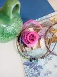 Fuentes para la joyería, cinta, gotas Fotografía de archivo