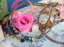 Fuentes para la joyería, cinta, gotas Fotos de archivo libres de regalías