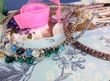 Fuentes para la joyería, cinta, gotas Fotos de archivo