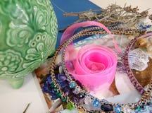 Fuentes para la joyería, cinta, gotas Imagenes de archivo