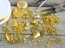 Fuentes para la joyería del oro Imagen de archivo libre de regalías