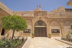 Fuera de la iglesia de Catolic de la natividad Imagenes de archivo