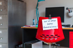 Fuera de oficina ¡Acción de gracias feliz! Imagenes de archivo