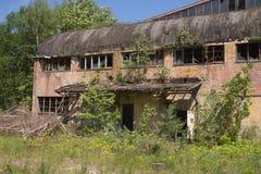 Fuera del edificio abandonado de la fábrica Imágenes de archivo libres de regalías