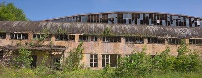 Fuera del edificio abandonado de la fábrica Fotografía de archivo libre de regalías