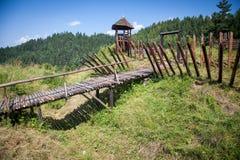 Fuerte céltico de la colina en Havranok - Eslovaquia imagenes de archivo
