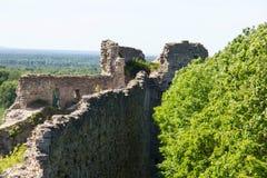 Fuerte de piedra histórico Koporye de la fortaleza Imágenes de archivo libres de regalías
