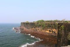 Fuerte de Suvarndurg, vista trasera del bastión y mar árabe, Fateghad, Kokan maharashtra fotos de archivo libres de regalías