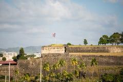 Fuerte francés viejo en la costa de Martinica Fotografía de archivo