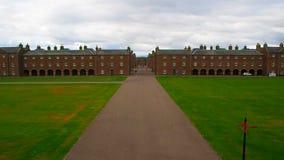 """Fuerte George, †de Inverness, Reino Unido """"20 de agosto de 2017: Avenida principal y alojamientos oficiales en el fuerte George almacen de video"""
