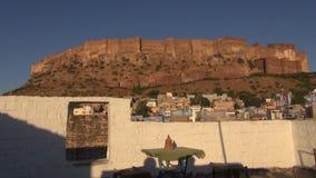 Fuerte majestuoso de Mehrangarh en Jodhpur, la India almacen de metraje de vídeo