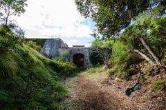 Fuerte militar abandonado cerca de la costa en Croacia Imagenes de archivo