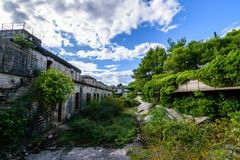 Fuerte militar abandonado cerca de la costa en Croacia Imágenes de archivo libres de regalías