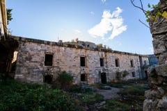 Fuerte militar abandonado cerca de la costa en Croacia Foto de archivo libre de regalías