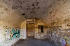 Fuerte militar abandonado cerca de la costa en Croacia Foto de archivo