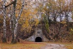 Fuerte militar en el bosque del otoño Fotos de archivo