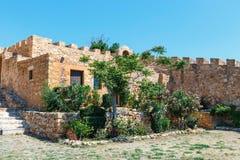 Fuerte veneciano histórico de Kazarma Sitia, Crete fotografía de archivo