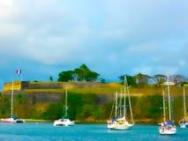 Fuerte viejo en la capital del Fort de France, Martinica, con los barcos amarrados en el puerto abajo Fotos de archivo